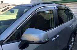 Ветровики на окна rav4 2020 premium с хром молдингом