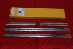 Накладки на пороги Navara 05-09 нерж.