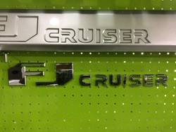 Надпись fj cruiser на молдинги дверей