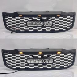 Решетка радиатора Hilux 2012+ с фонарями