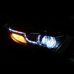 Фары линзовые с ходовыми огнями дизайн Land Rover на Highlander