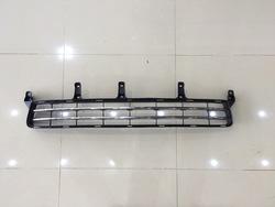Решетка в передний бампер с хромом lx570 12-15