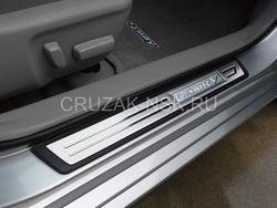 Накладки на внутренние пороги с подсвекой Camry V50