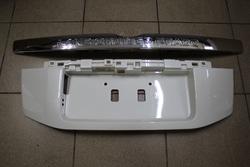 Накладка на пятую дверь LC150 с хром планкой (черн., бел., сереб.)