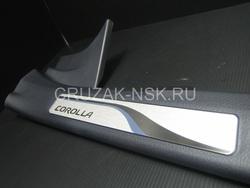 Внутрисалонные пороги Corolla 2013 вместо штатных, с подсветкой